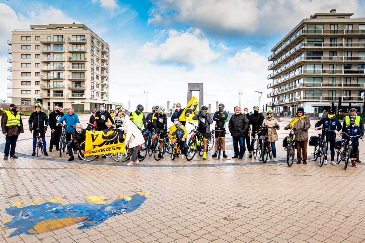 De Flandriens fietsen van De Panne naar Opgrimbie