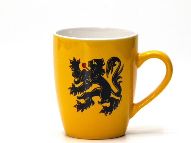 Gele koffiemok met officiële Vlaamse Leeuw